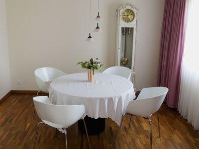 Die Ferienwohnung im Hotel Rigi Vitznau ist eine 4.5-Zimmer-Wohnung mit Balkon und Seesicht
