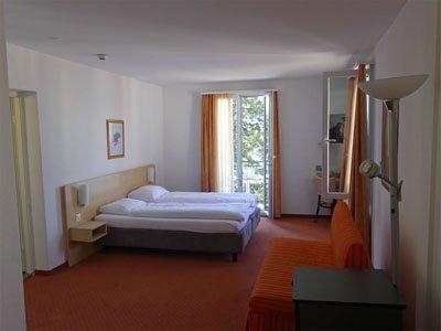 Die Seesicht-Minisuite im Hotel Rigi Vitznau ist ein geräumiges Eckzimmer mit Balkon